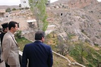 "Syria: Assad Celebrates Easter in ""Liberated"" Maaloula"