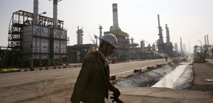 Iran Daily: Revolutionary Guards Criticize Government's Oil Contract with Foreign Companies