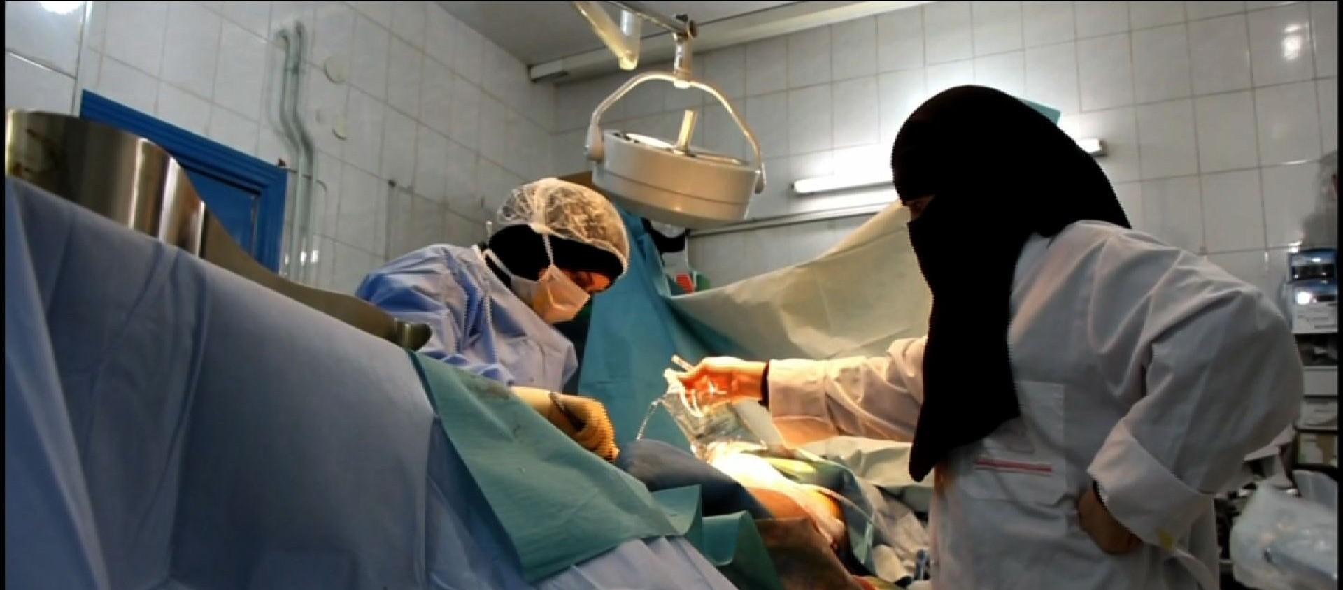 敘利亞內戰砲火四起 孕婦剖腹產險失兒! | 文章內置圖片