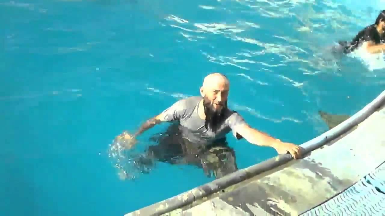 "Syria: Chechen Fighter Abu Umar al-Shishani ""Likes To Spend Time In Jacuzzi In His Aleppo Villa"""