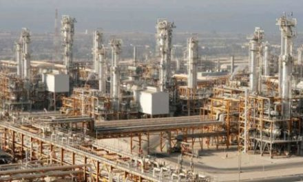 Iran: Revolutionary Guards Lash Out at Oil Minister over Foreign Investment