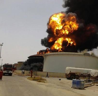LIBYA OIL TANK AFIRE 01-16