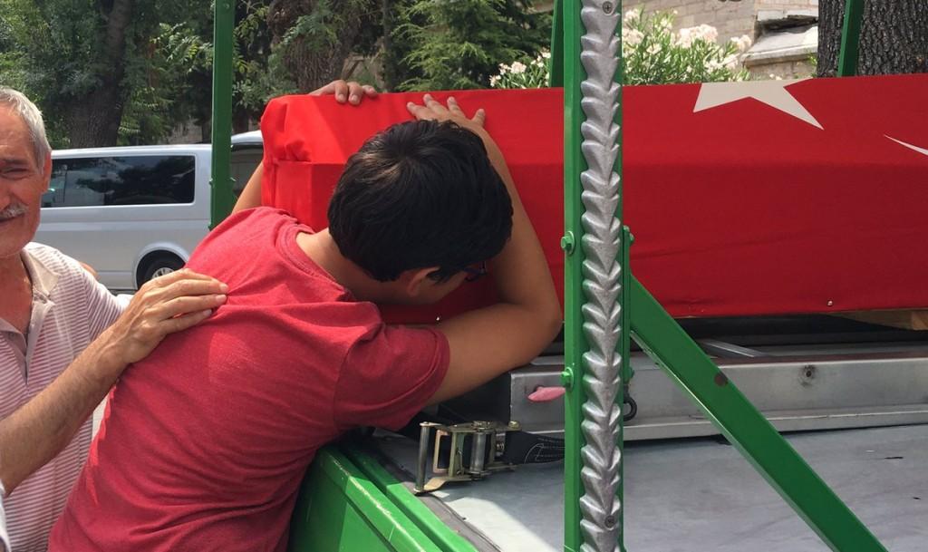 BOY CRIES FATHER COFFIN TURKEY 07-16