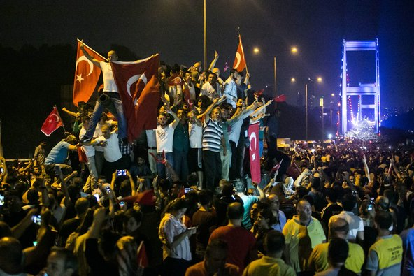 PRO-GOVERNMENT PROTEST ISTANBUL 16-07-16