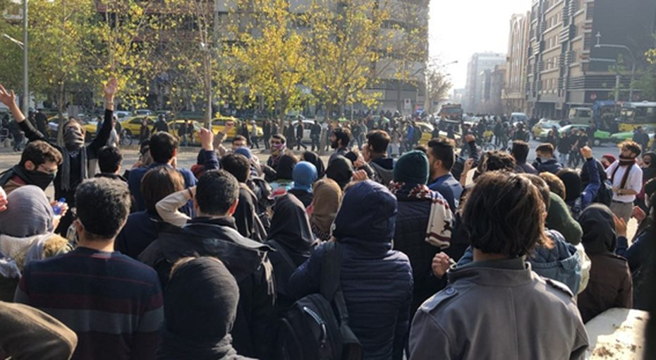 Iran Daily: 1000s Protest for 3rd Day Across Country