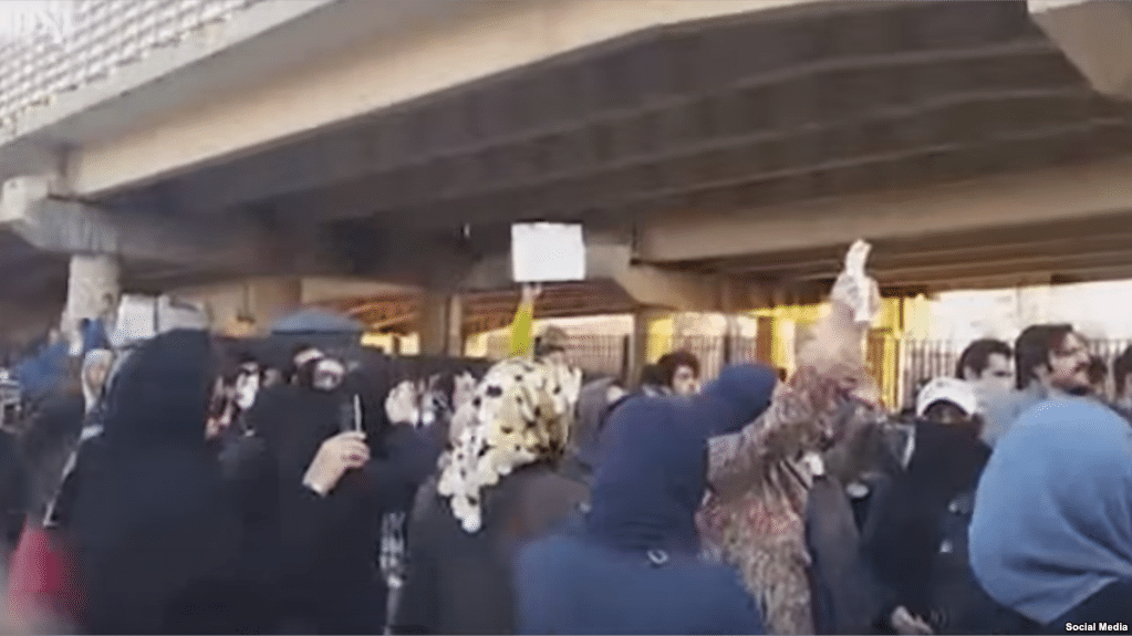 Iran Daily: MP Demands Access to Prison After Detentions and Deaths of Protesters