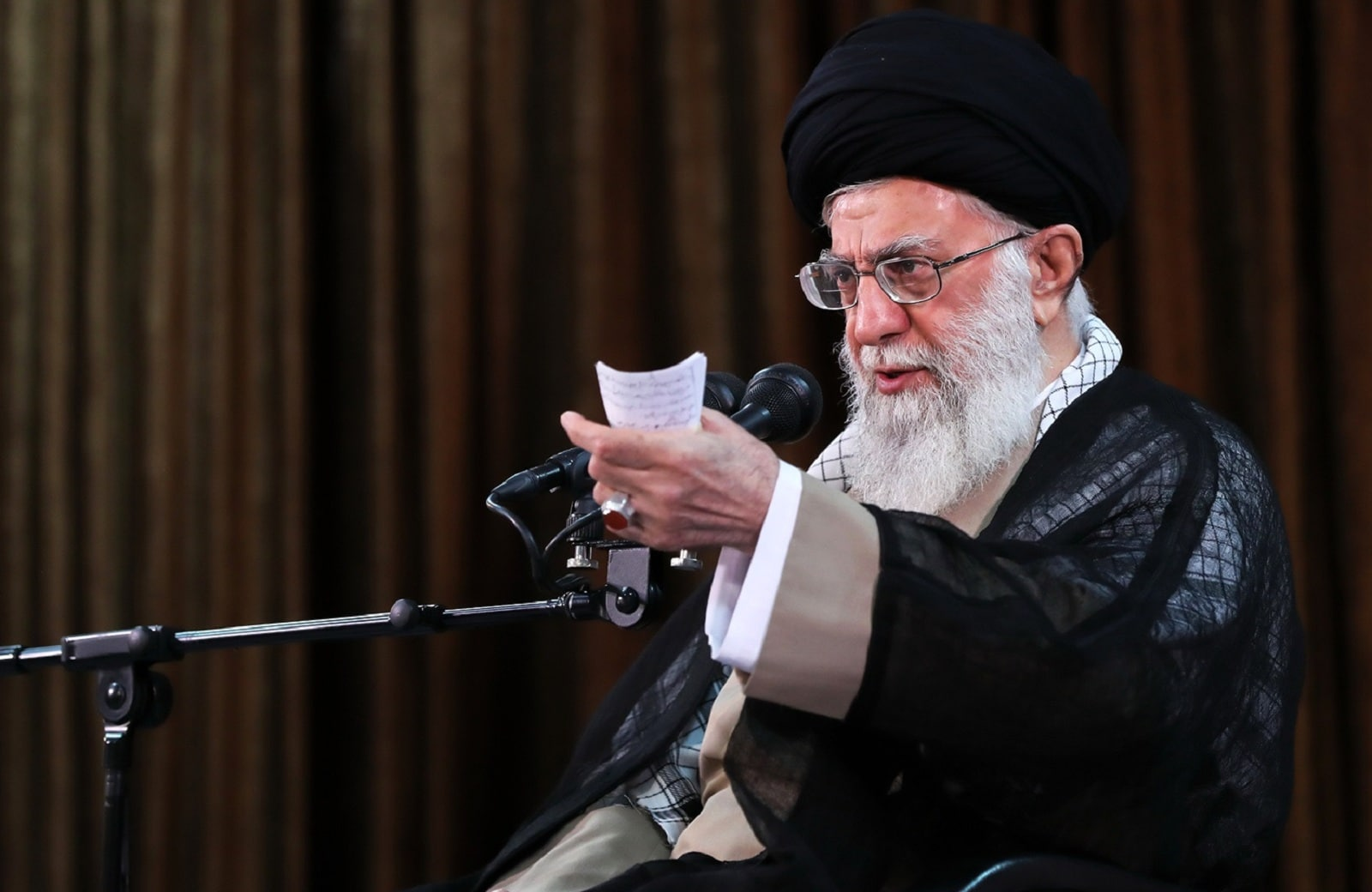 "Supreme Leader: ""Punish Economic Corruptors Urgently"""
