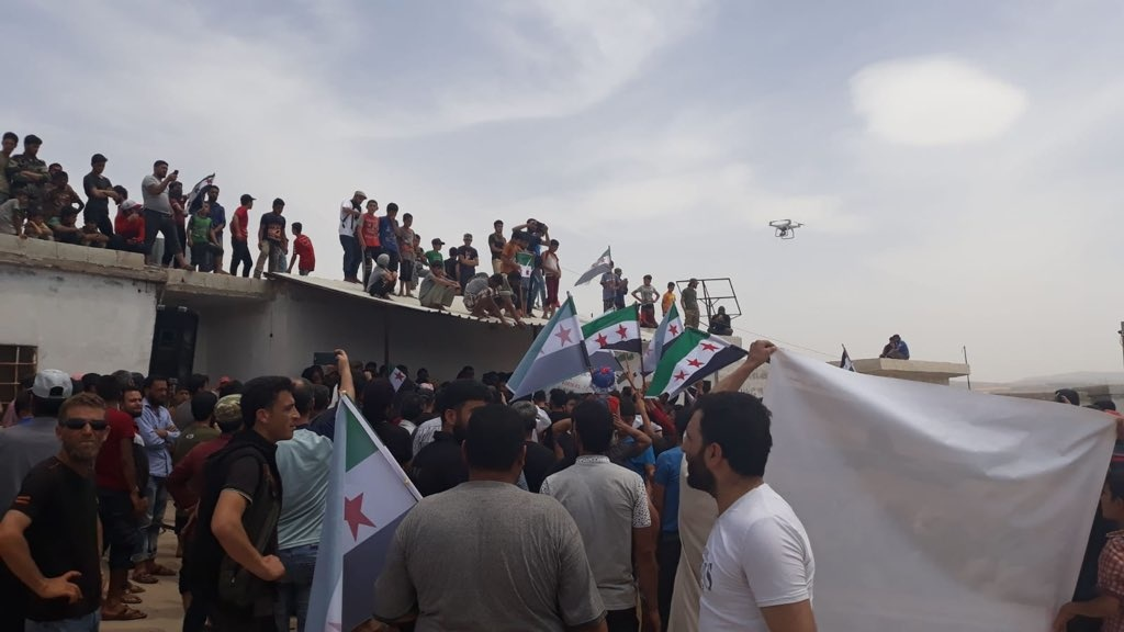Displaced Syrians marching to Turkish border, May 31, 2019