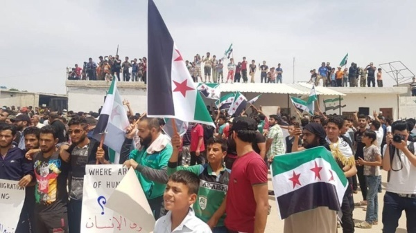 Displaced Syrians march to Turkish border, Idlib Province, May 31, 2019