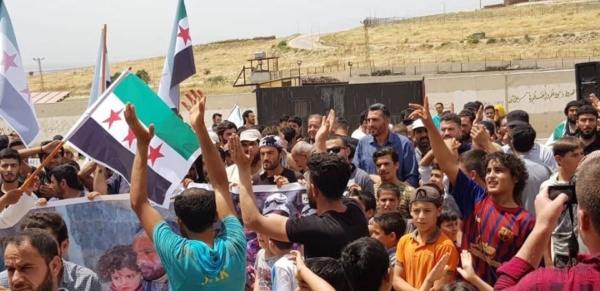 Displaced Syrians protesting at the Turkish border, May 31, 2019