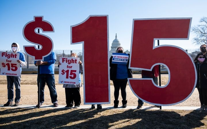 Biden Orders $15/Hour Minimum Wage for 100,000s of Workers